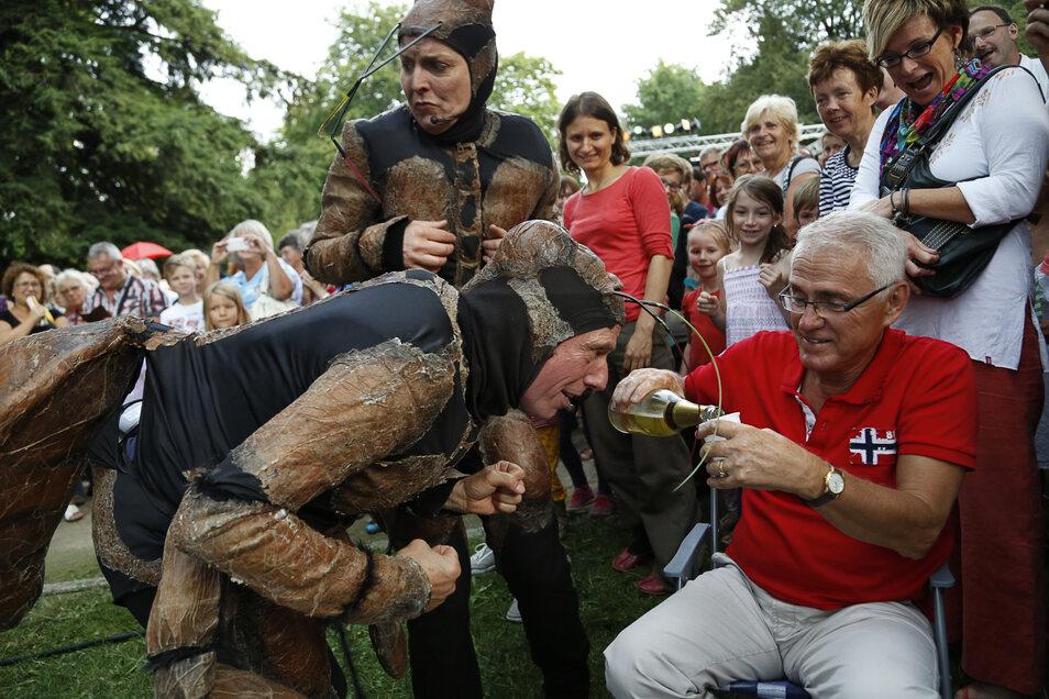 Dass die Besucher auch immer wieder in das Spiel einbezogen werden, erlebte Dr. Rüdiger Adam 2014.