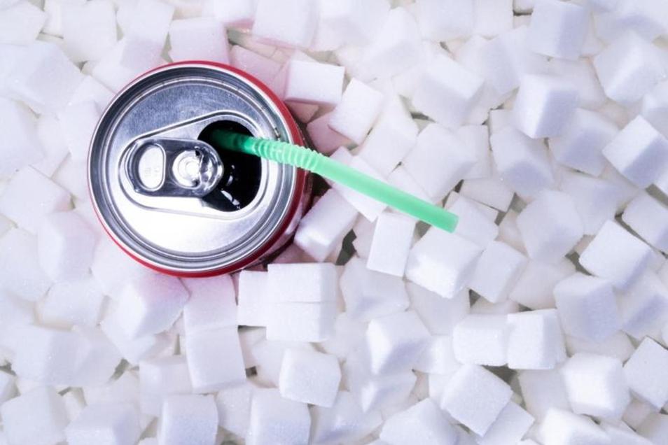 Viele süße Getränke gibt es sowohl mit Zucker als auch mit anderen Süßungsmitteln.