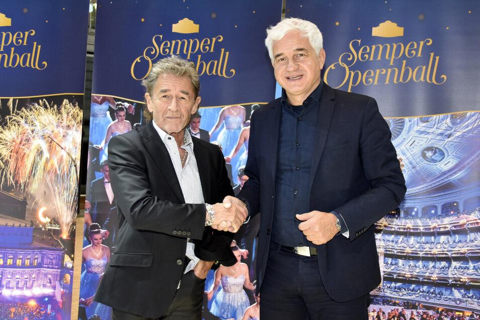 Peter Maffay mit Ballchef Hans-Joachim Frey auf einer Pressekonferenz zum Ball am 10. Oktober 2019.