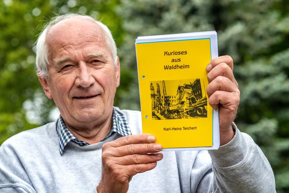"""Mit """"Kurioses aus Waldheim"""" ist das wahrscheinlich letzte Buch von Karl-Heinz Teichert überschrieben. In seinen Händen hält er den Vorabdruck. Inzwischen liegt es gedruckt vor."""