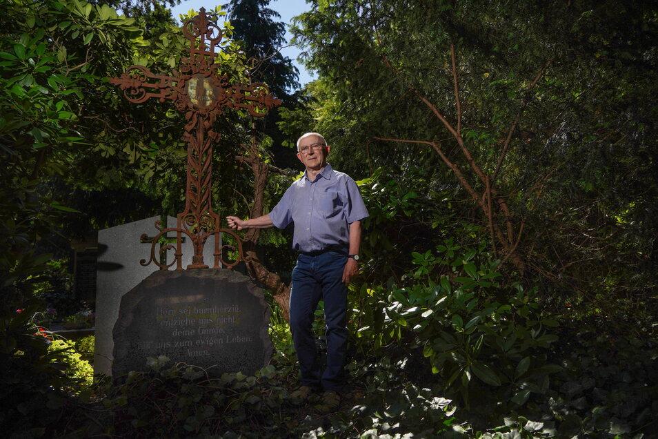 Für Stadtführer Heinz Henke ist die Restaurierung der Grabstelle der Bautzener Familie Bulnheim ein Herzensprojekt. Für die Finanzierung sucht er jetzt Unterstützung.