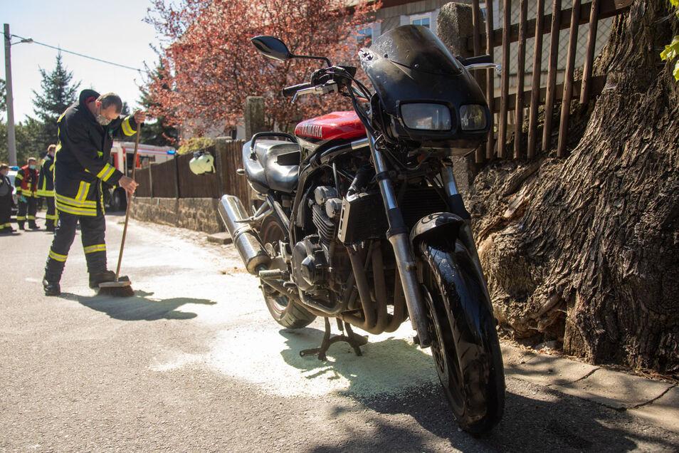 Dieses Motorrad ließ die Besatzung nach einem Sturz in Neukirch zurück, um einer Polizeikontrolle zu entgehen.