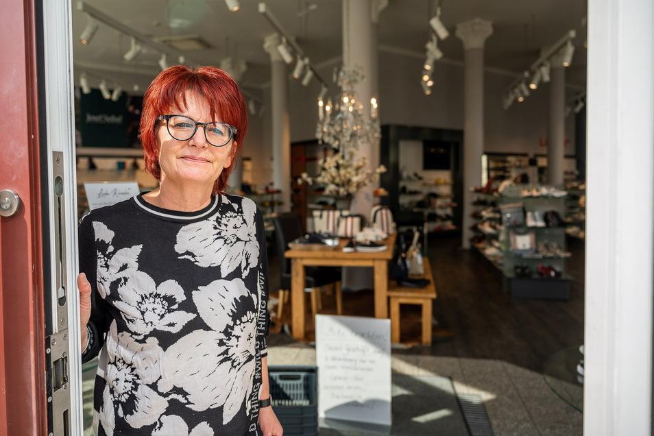 """Kathrin Horschig ist die Filialleiterin des Schuhgeschäftes """"Leiser"""" am Postplatz in Görlitz."""