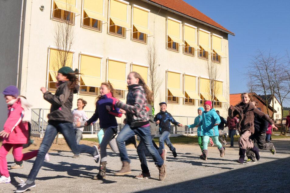 In der Friedersdorfer Grundschule ist bald mehr Platz, sie bekommt einen Anbau.
