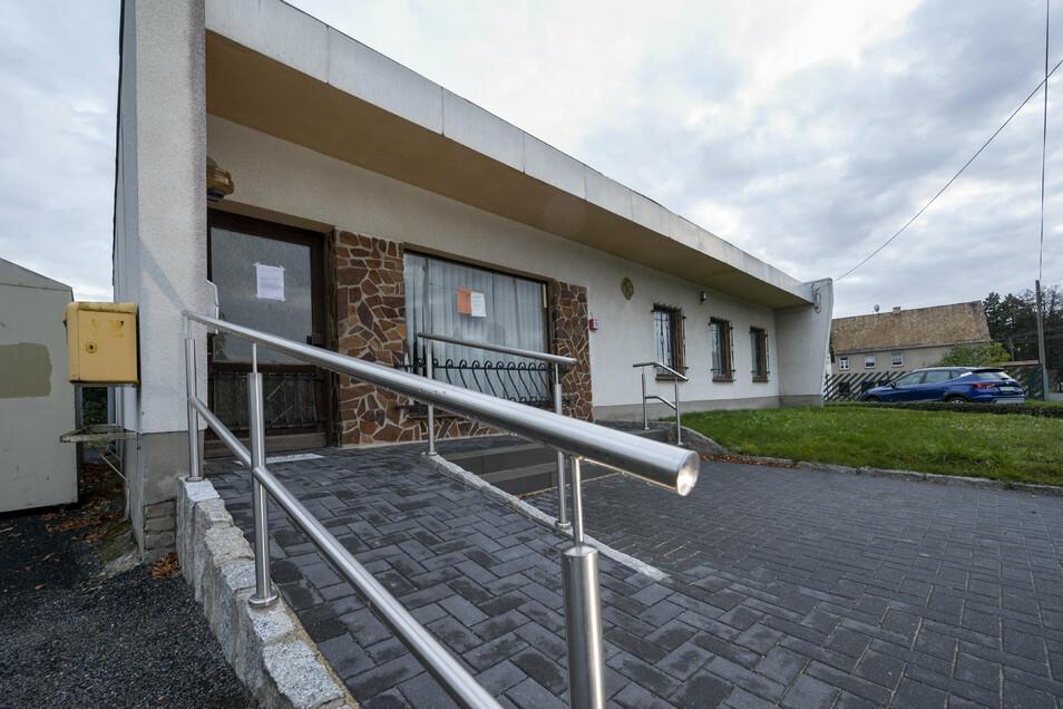 In Brößnitz ist ein rollstuhlgerechter Zugang zum Dorfgemeinschaftshaus entstanden.