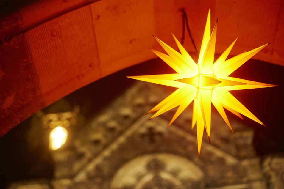 Auch dieses Jahr verkündet der Stern die Weihnachtsbotschaft. Doch mit den Christvespern haben die Kirchen Probleme.
