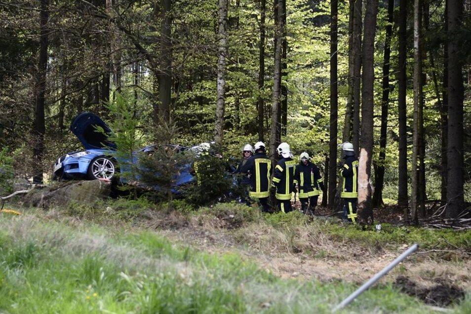 Zu einem ungewöhnlichen Unfallort wurden Polizei und Feuerwehr am Dienstag nahe Ohorn gerufen.