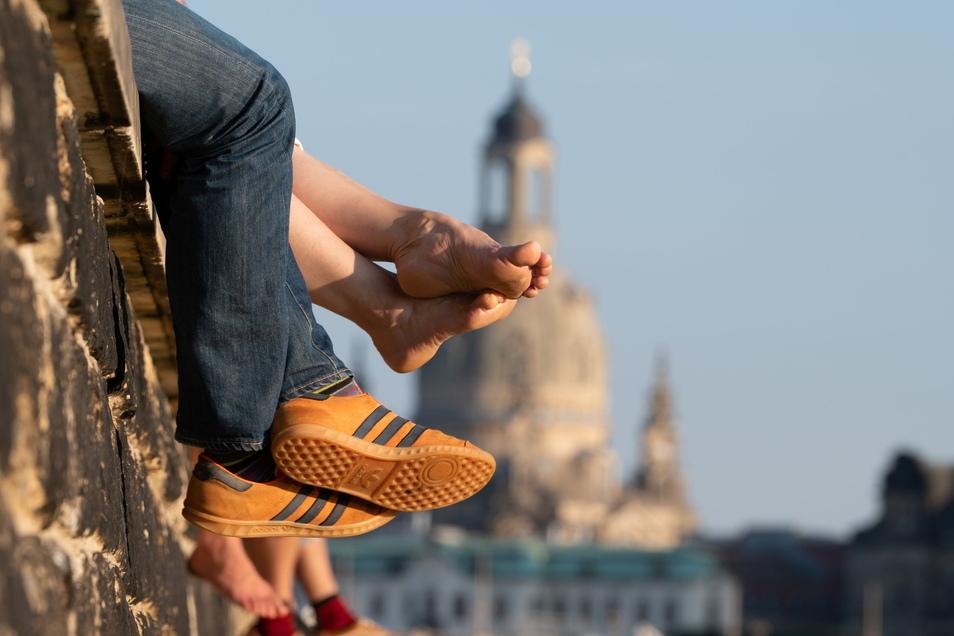 Am Elbufer lässt es sich im Sommer gut aushalten. Aber was denken die Dresdner über Umwelt und Sicherheit in ihrer Stadt?