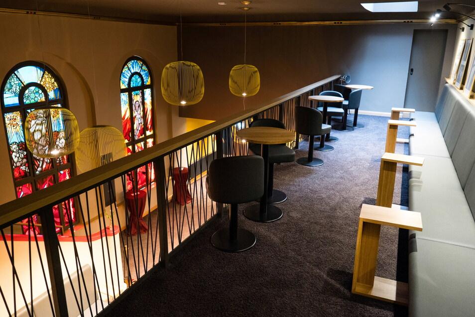 Das Foyer des Kinos hat jetzt auch eine obere Bar.