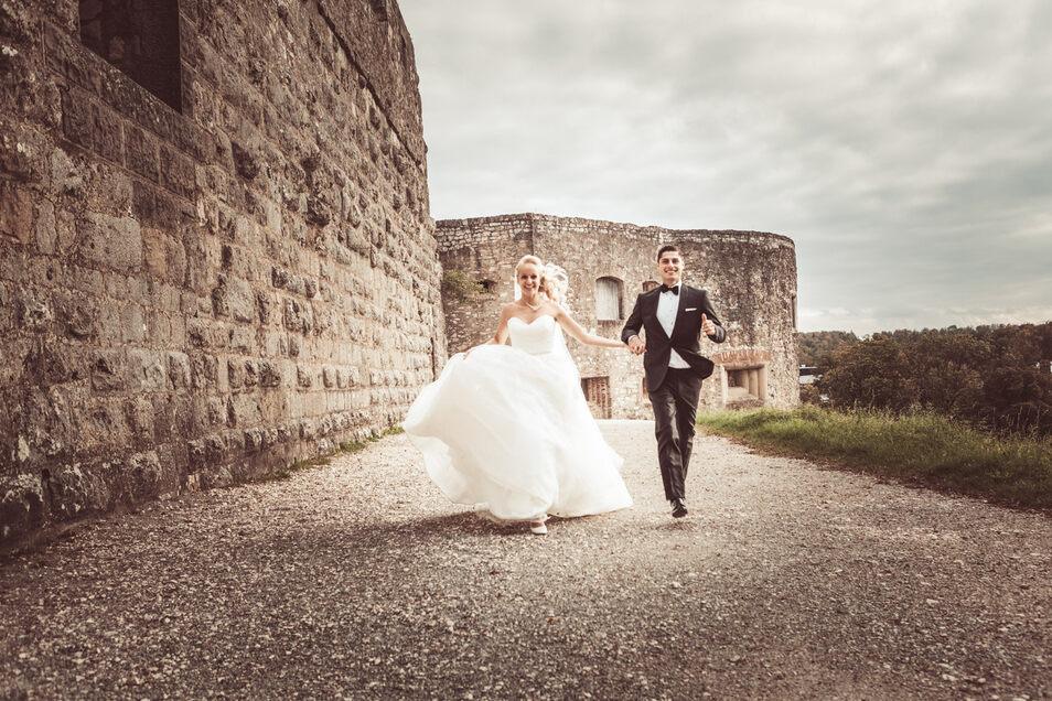 Diese beiden können ihren Hochzeitstag schon ganz entspannt genießen. Allen, die noch in den Vorbereitungen stecken, stehen bei der Hochzeitsmesse Profis mit Rat und Tat zur Seite.