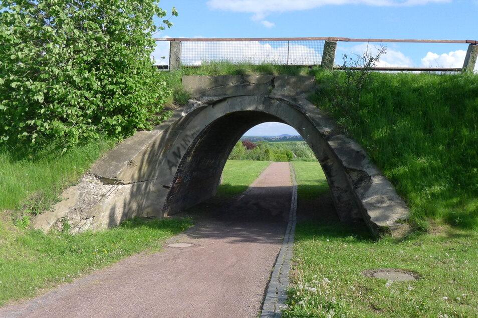 Dort steht auch eine der ersten Betonbrücken mit Ziegelauskleidung.