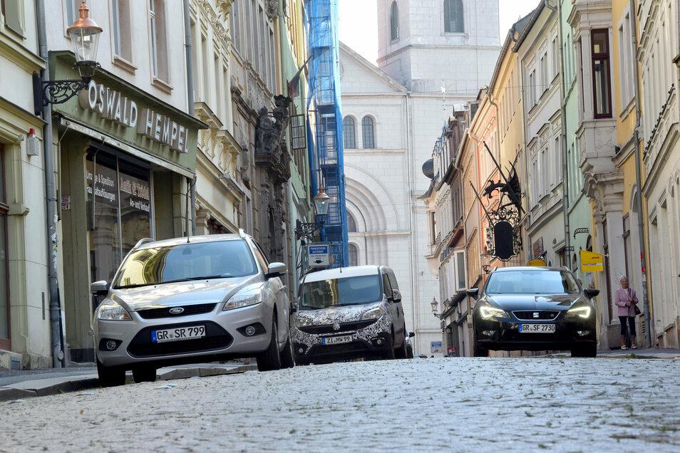 Derzeit gibt es auf der gesamten Inneren Weberstraße noch über 40 Parkplätze - nach der Sanierung sollen gut die Hälfte übrig bleiben.