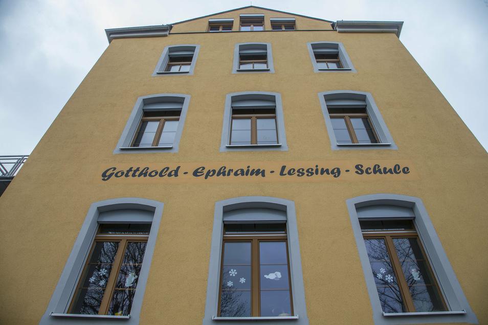Auch Räume der Lessing-Schule in Freital-Potschappel werden frisch gemalert. Außen braucht die Schule aber noch keine neue Farbe.