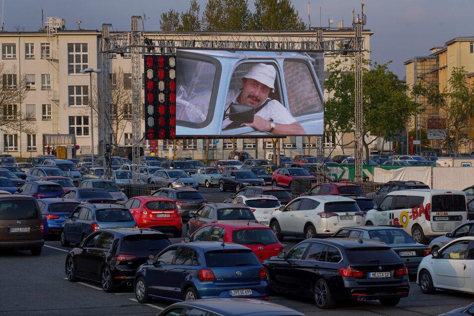So ist es im Corona-Autokino in Dresden | Sächsische.de