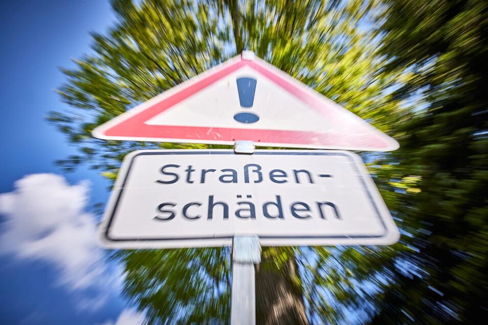 Dieses Schild kennen die Löwenhainer zur Genüge. Jedes Jahr rückt hier die Flickbrigade der Straßenmeisterei an.