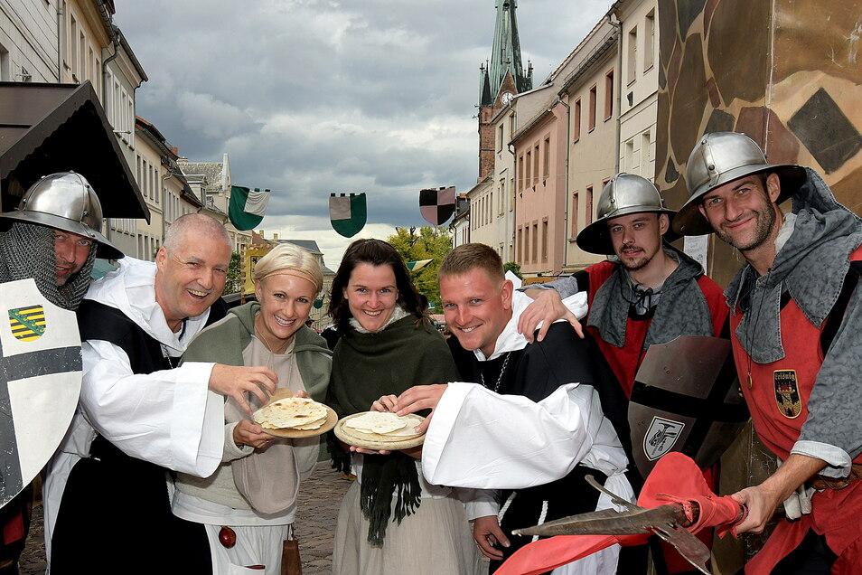 Mitglieder der Stadtwache und des Leisniger Carnevalsclubs dürfen auch in diesem Jahr wieder Besucher zum Altstadtfest in Leisnig begrüßen. Geplant sind mehrere getrennte Festareale, auf denen auch entsprechende Forderungen eingehalten werden könnten.