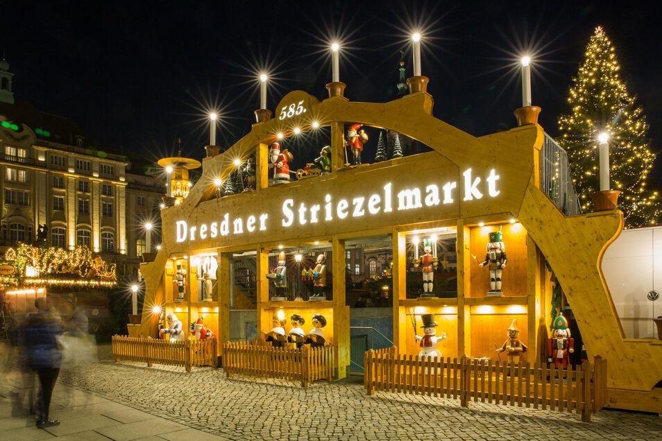 Der Striezelmarkt soll in diesem Jahr mehr Flächen bekommen. Stände könnte es so auch auf dem Theaterplatz und am Terrassenufer geben.