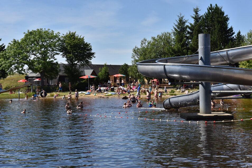 Im Freibad am Altenberger Galgenteich herrscht entspannte Sommerstimmung.