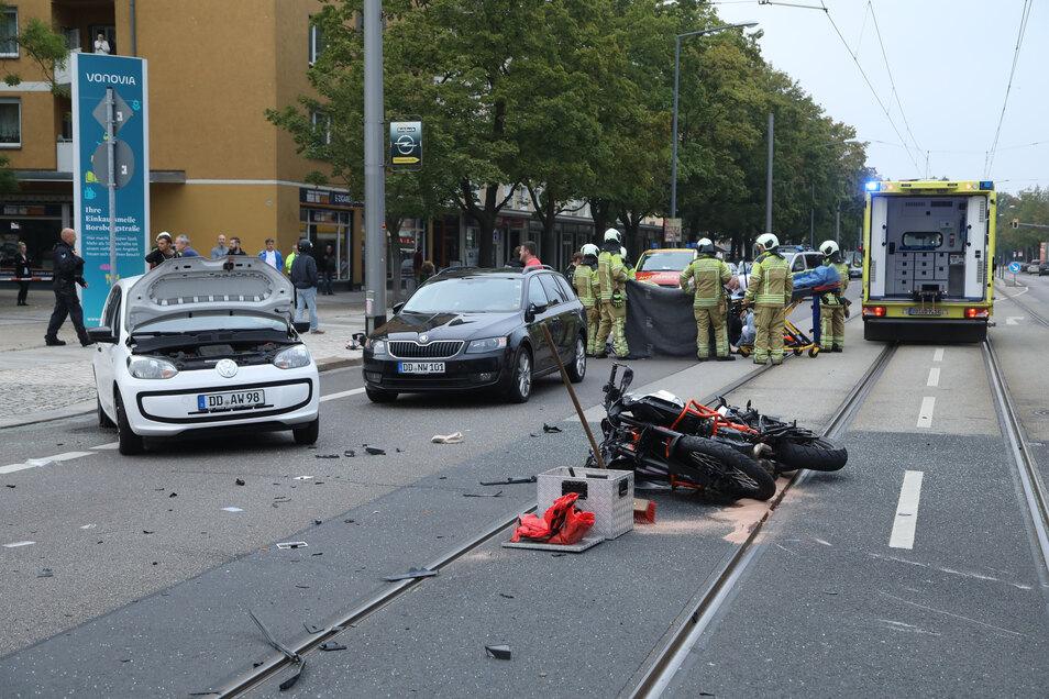 Einer von vielen schweren Unfällen auf der Kreuzung Borsberstraße/Tittmannstraße ereignete sich am 2. September 2018. Unter anderem war ein Motorradfahrer beteiligt.