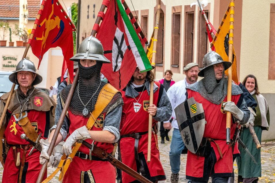 Hätte Leisnig in diesen Tagen den 975. Jahrestag der Ersterwähnung der Stadt feiern können, wären die Männer der Stadtwache zweifelsfrei dabei gewesen. Die Stadt auch ohne großes Fest zu schmücken, dazu hat der Heimatverein aufgerufen.