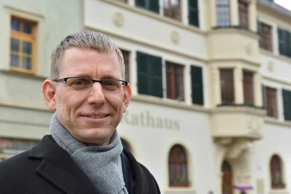 Im Sommer verlässt Bürgermeister Markus Dreßler das Rathaus in Glashütte. In der Stadt werden nun mögliche Nachfolger gesucht..