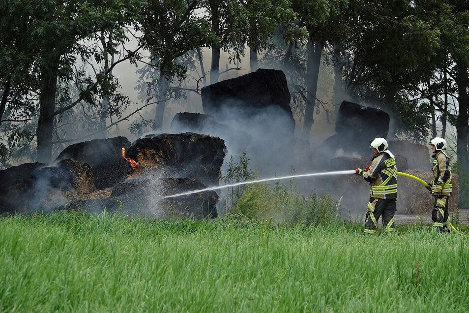 Das Feuer in Grumbach wurde offenbar gelegt. Ein Tatverdächtiger ist festgenommen.