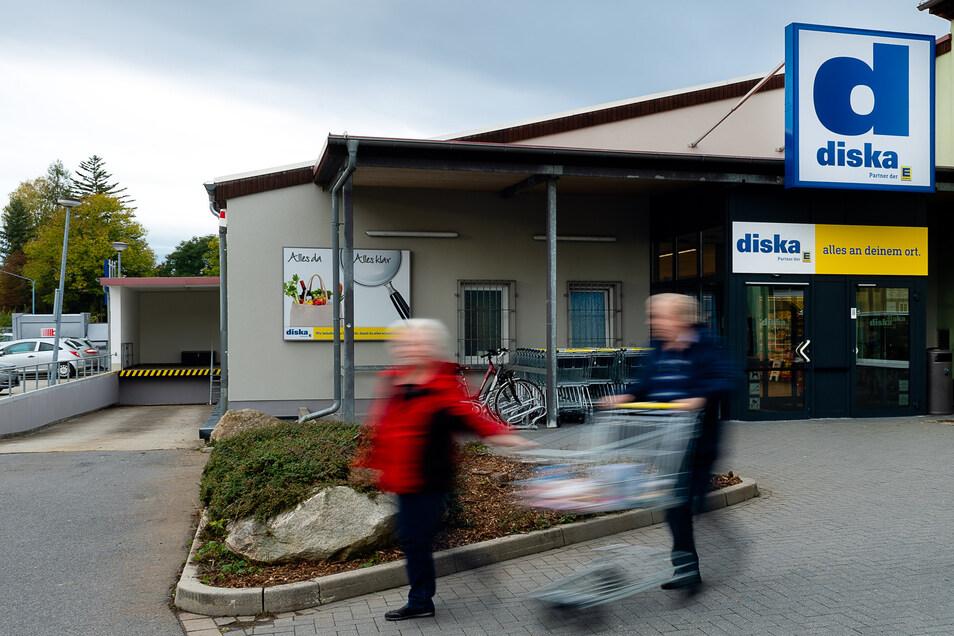Edeka-Tochter Diska eröffnete am Donnerstag eine Filiale in Bischofswerda. Nach vier Jahren Leerstand wird nun der Markt an der Stolpener Straße wieder genutzt. Die Kunden freut's.
