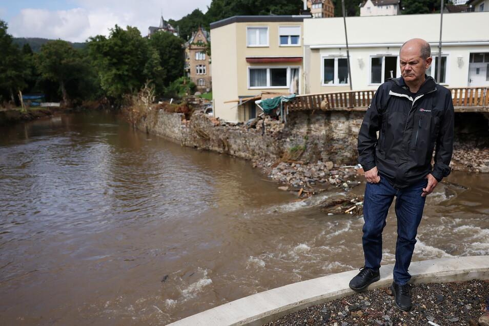 Bundesfinanzminister Scholz besuchte die Hochwassergebiete in Nordrhein-Westfalen - wie hier Gemünd an der Urft.