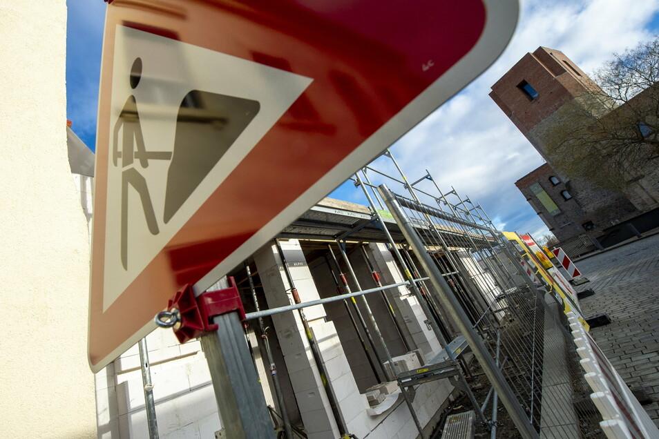 Wo die Stadthäuser in der Frauengasse entstehen, wird am Donnerstag die Straße bis 13 Uhr gesperrt.