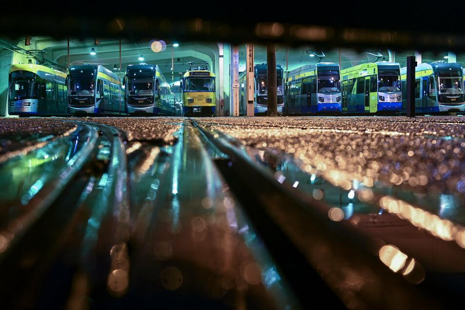 Im Frühjahr blieben viele Busse und Bahnen im Depot – wie hier im Betriebshof Angerbrücke der Leipziger Verkehrsbetriebe. Mittlerweile hat sich das Fahrgastaufkommen im Vergleich zur Vor-Corona-Zeite sachsenweit bei 90 Prozent stabilisiert.