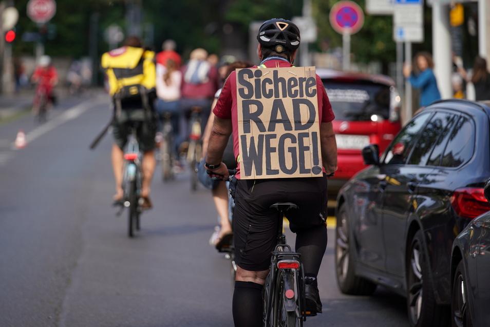 Wie hier im Juni 2020 auf der Hüblerstraße demonstrieren Radfahrer in Dresden häufig für Verbesserungen auf den Straßen.