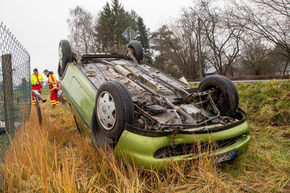 Bei dem Unfall hatte sich der Corsa überschlagen.