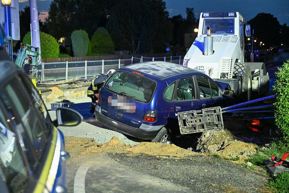 Der Fahrer des Renault Megane hat die Baustelle wohl übersehen.