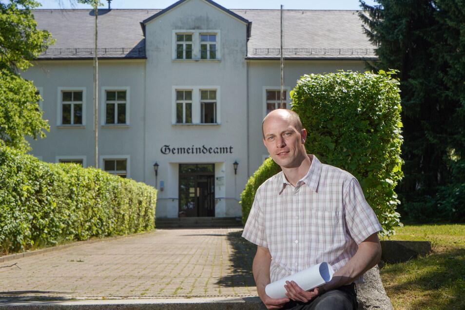 Wenn die Großpostwitzer Verwaltung in den umgebauten Bahnhof zieht, braucht das Gemeindeamt eine neue Nutzung. Bürgermeister Markus Michauk hat dafür eine konkrete Idee.