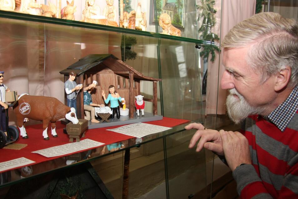Norbert Littig, Pfarrer i. R., sammelt seit Jahrzehnten Weihnachtskrippen. (Archivfoto)