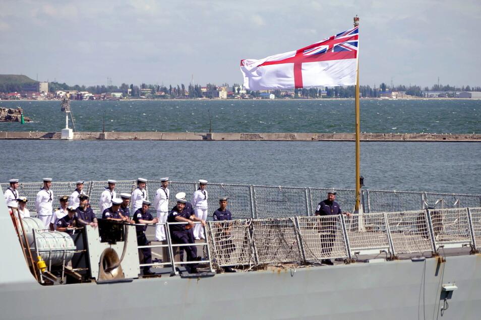 Der Royal Navy Zerstörer HMS Defender trifft im Hafen von Odessa ein.