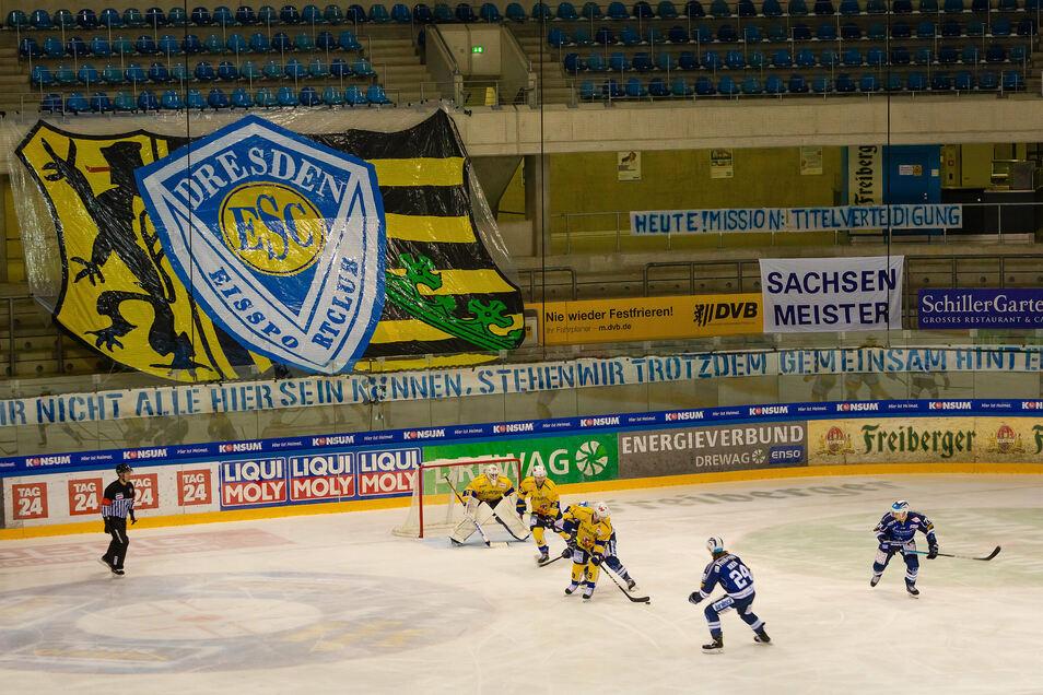 Zurzeit können die Lausitzer Füchse nicht einmal vor leeren Rängen, wie hier beim Sachsenderby in Dresden, spielen.