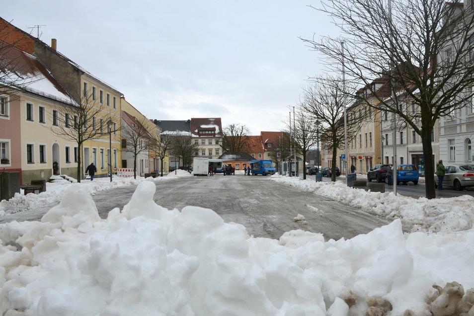 Der Reichenbacher Marktplatz mit seinen historischen Gebäuden ist Mittelpunkt der Stadt und oft wenig belebt.