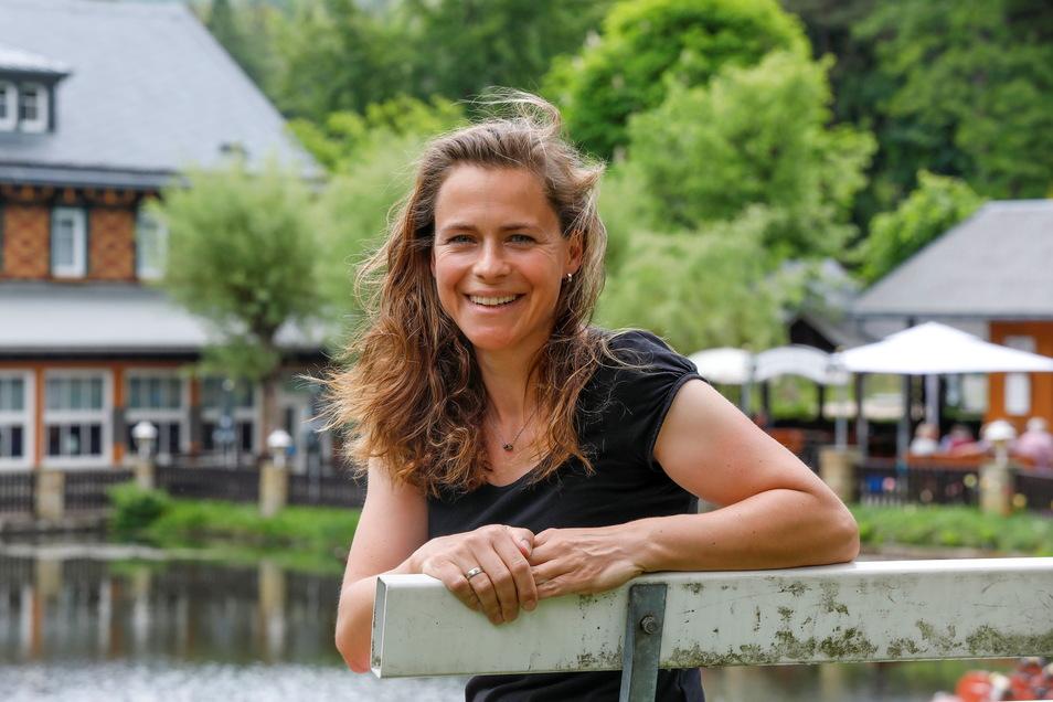 Katrin Jungmichel von der Jonsdorfer Gondelfahrt freut sich, in den kommenden Tagen endlich wieder Hotelgäste begrüßen zu dürfen. Die Außengastronomie läuft bereits wieder.