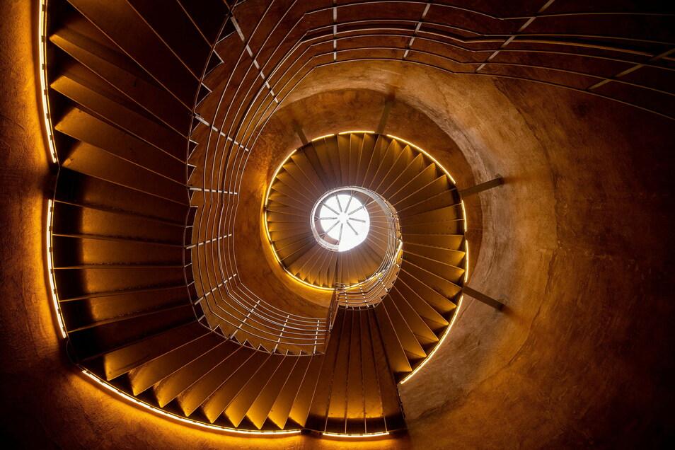 Dank des Vereins für Denkmalpflege und neues Bauen und zahlreicher Spender konnte eine stählerne Wendeltreppe in den Bismarckturm eingebaut.