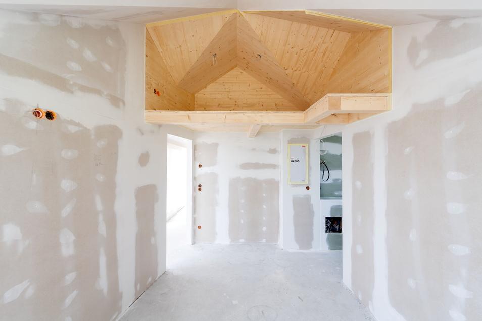 Die besonderen Formen der Räume, insbesondere die Dachkonstruktion sorgt trotz der geringen Größe von nur 52 Quadratmetern je Haus für ein angenehmes Raumgefühl. Unter dem Dach der Kinderzimmer ist so sogar noch Platz für eine Kuschelhöhle.
