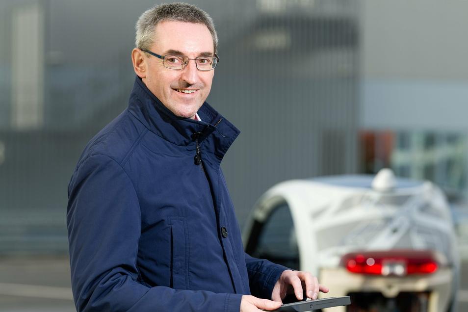 Toralf Trautmann ist heute Professor für Kfz-Mechatronik an der HTW Dresden. Seit 20 Jahren erforscht er bereits, wie autonomes Fahren funktionieren kann. Seine Erkenntnis: Es bleibt zu unsicher.