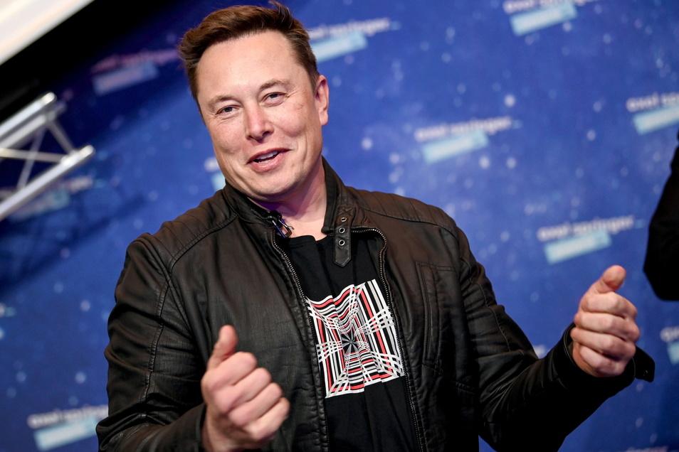 Elon Musk wird im Juni 50 Jahre. Der US-Milliardär ist an zehn Firmen beteiligt, die bekanntesten sind Tesla, das Raumfahrtunternehmen SpaceX und der Bezahldienst PayPal. In Brandenburg entsteht eine Giga-Fabrik für Elektroautos der Marke Tesla. So ein Un