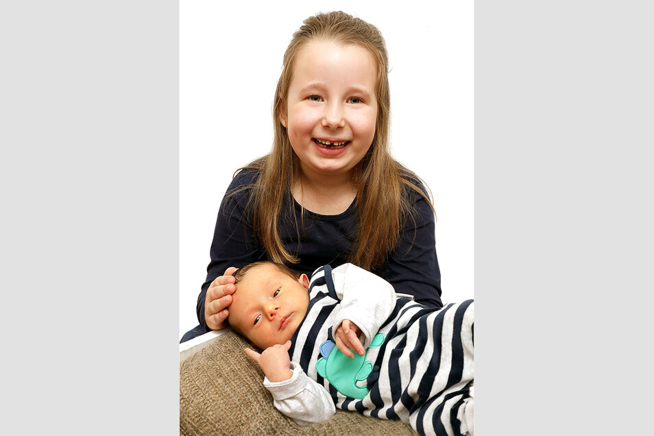 Eddy mit Schwester Clara, geboren am 26. Januar, Geburtsort: Kamenz, Gewicht: 3.030 Gramm, Größe: 52 Zentimeter, Eltern: Isabell Skorel und Roman Schulze, Wohnort: Kamenz