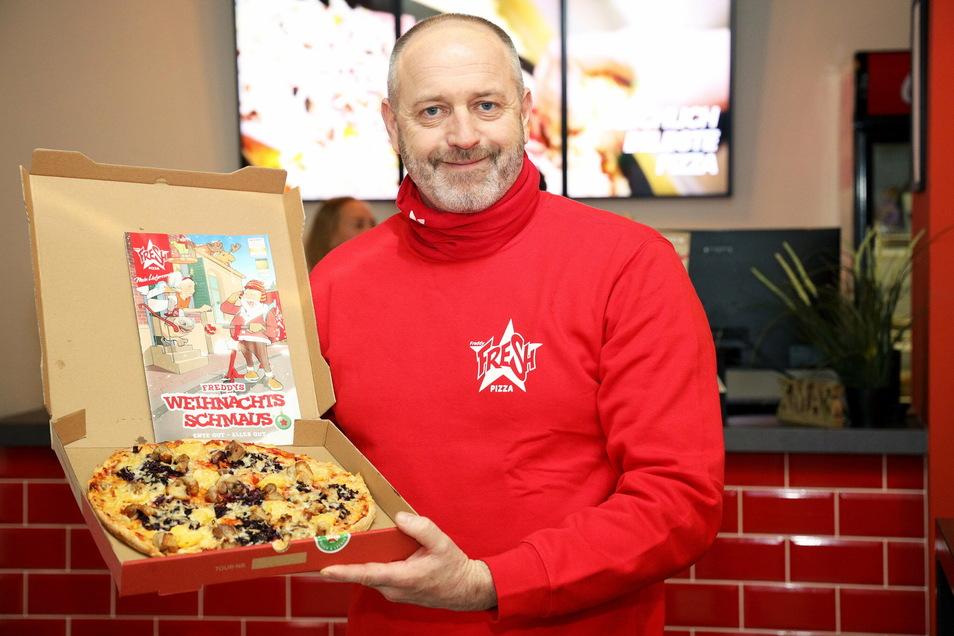 Hat auch wegen Corona derzeit viel zu tun: Michael Riedel ist der Chef von Freddy Fresh in Riesa. Der Pizza-Lieferdienst sitzt an der Hauptstraße.