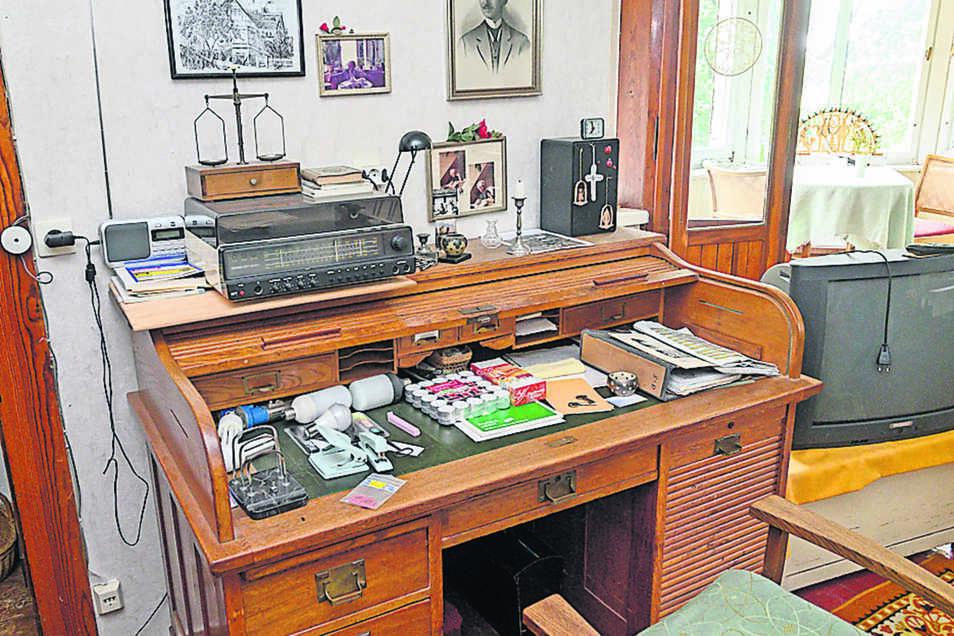 Ein Großteil des Mobiliars wie dieser Schreibtisch gehört zur Erstausstattung 1906/07. Einiges soll erhalten bleiben und an die langjährige Besitzerfamilie erinnern.