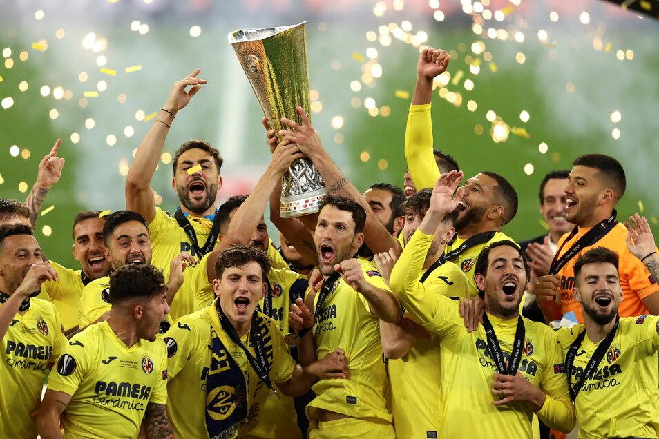 Villarreals Spieler feiern ihren Sieg.