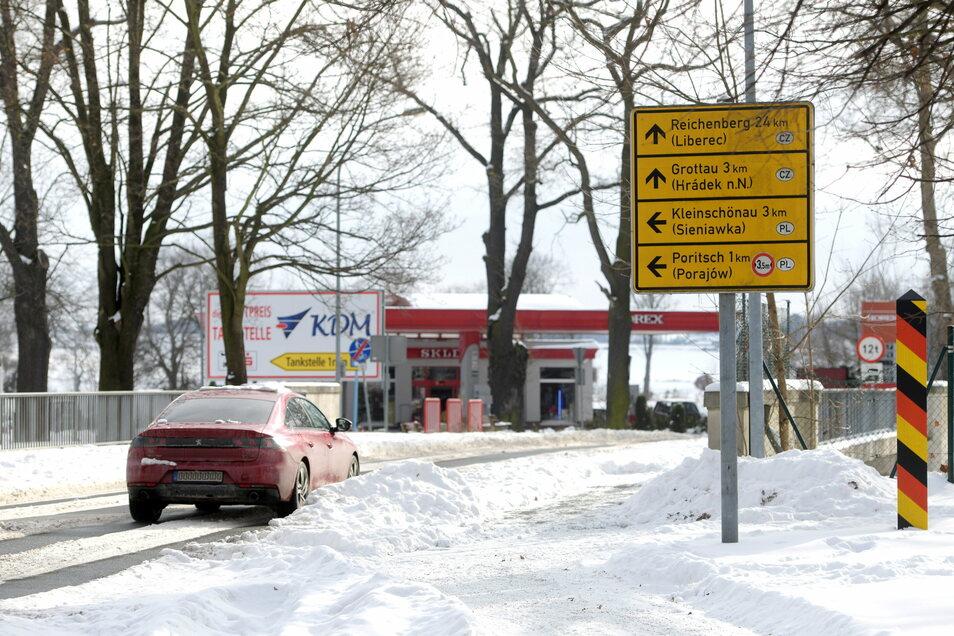 Am Grenzübergang Friedensstraße in Zittau wurde nicht ständig kontrolliert. Hier geht es zunächst nach Polen und nach etwa einem Kilometer Fahrt über den nächsten Grenzübergang nach Tschechien.