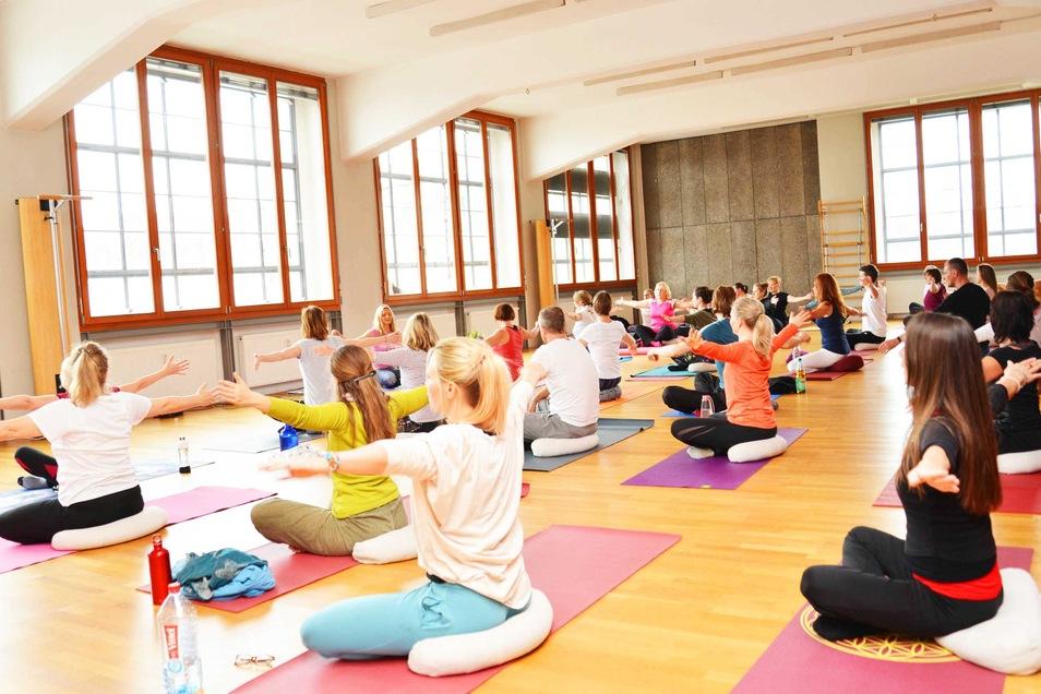 Naam Yoga energetisiert, belebt und entspannt Körper, Geist und Seele.