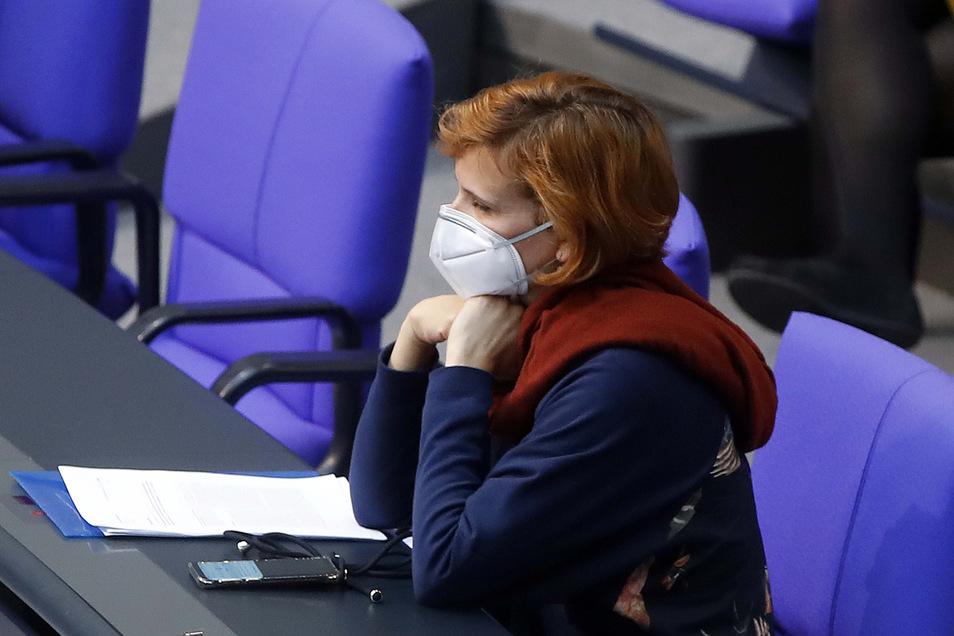 Mit Mundschutz saß Katja Kipping am Donnerstag im Bundestag.